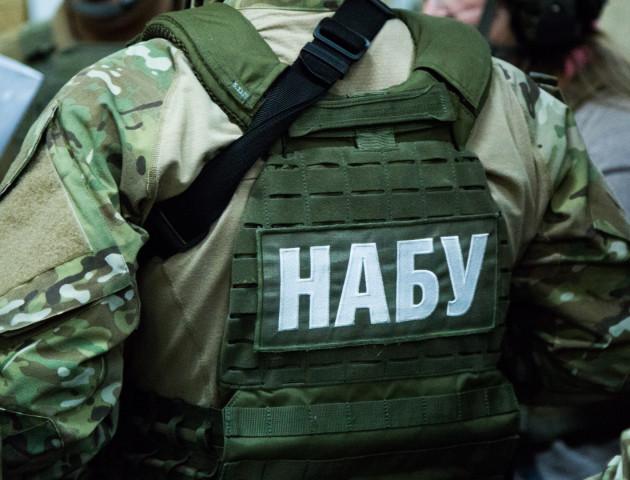 Детектива Національного бюро, який працював під прикриття, звинувачують у провокації хабара