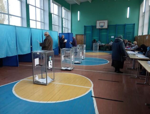Перші порушення на виборах на Волині: скриньок і кабінок не вистачає