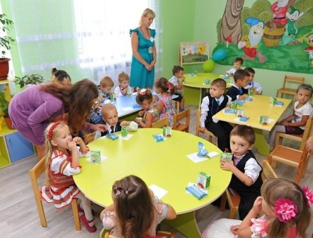 Скільки дітей стоять «у черзі» в дитячі садочки Луцька