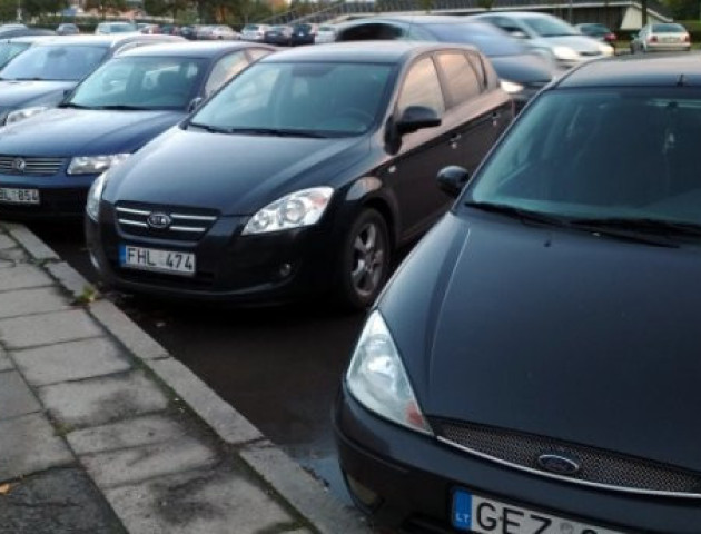 Як їздити на нерозмитнених авто в Україні