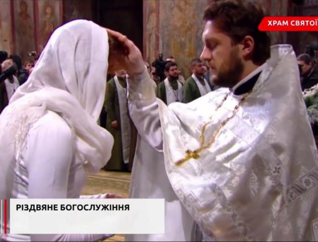 Волинський священик сповідав сім'ю Порошенка. ФОТО