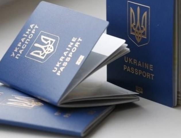 Чому українцям стало важко оформити закордонний паспорт