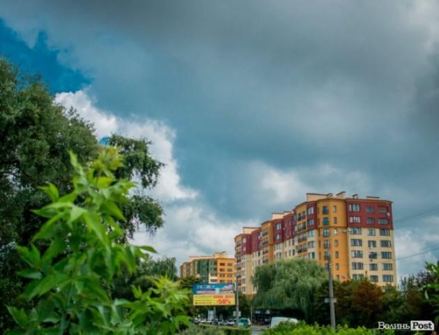 Показали небо над Луцьком у дощ. Неймовірні фото