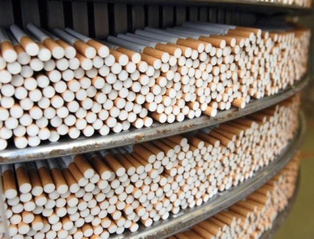 Водій намагався провезти сигарети в Польщу всередині колеса