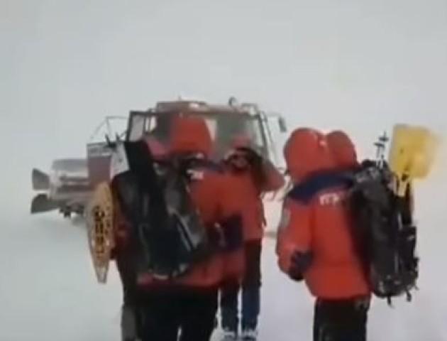 У Карпатах на 4 день пошуків знайшли зниклого лижника. ВІДЕО