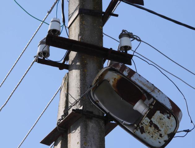 В повній темряві: мешканці луцького будинку нарікають на відсутність освітлення. ФОТО