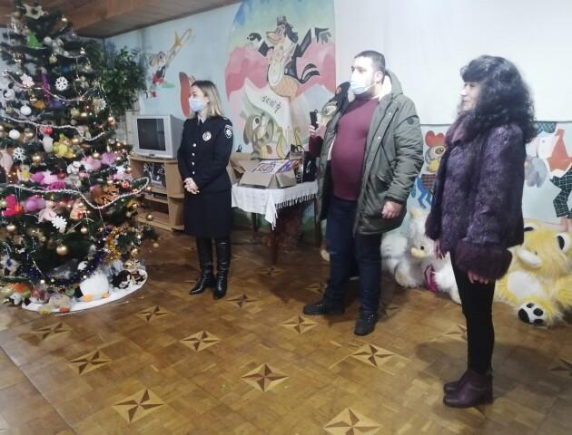 Працівники таксі «OPTI» передали подарунки для вихованців притулку у Рожищах