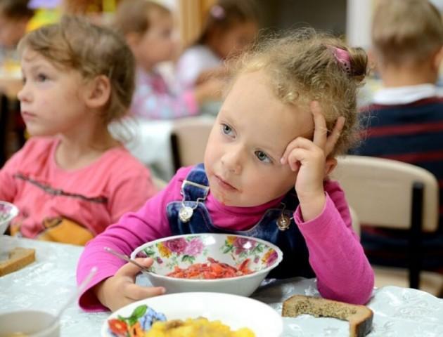 Повідомили, діти яких категорій їстимуть в школах безплатно