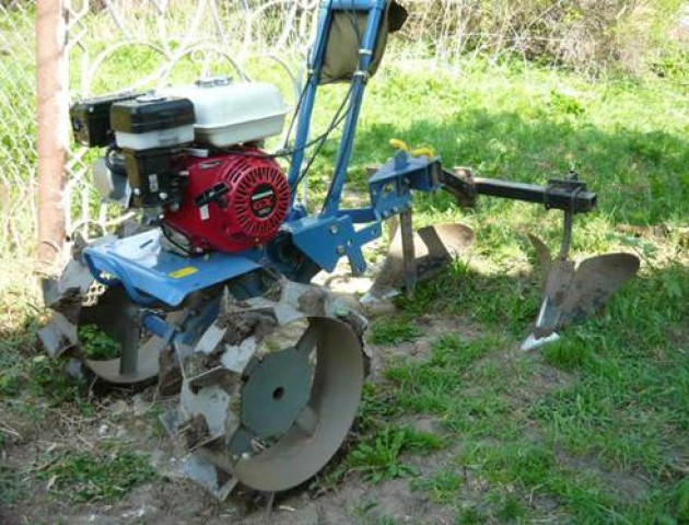 Волинянину «закрутило» ногу у тракторці