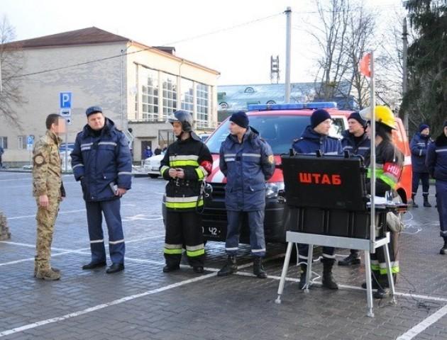 У Луцьку рятувальники та СБУ провели антитерористичні навчання