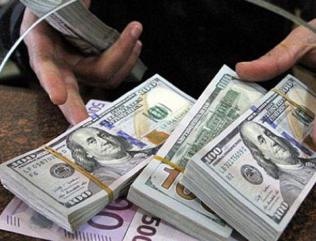 Курс валют на 3 липня: долар і євро синхронно дешевшають
