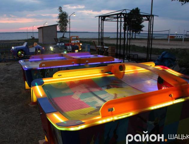 На центральному пляжі Світязю відкрили містечко атракціонів. ФОТО