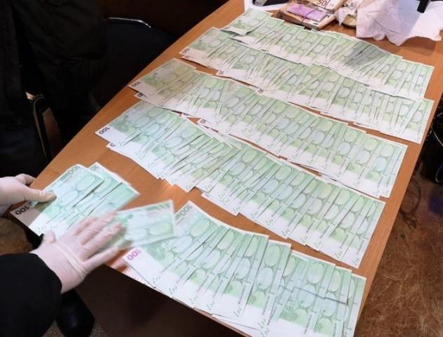 26 тисяч євро для працівника СБУ: на Волині затримали іноземця за хабар