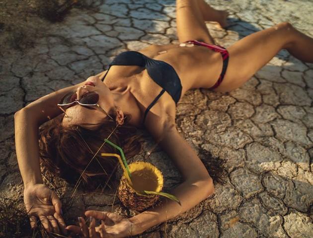 Спокуслива красуня в пустелі: луцький фотограф опублікував нові знімки
