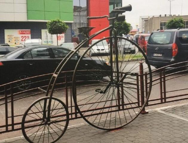 У Ковелі поставили пам'ятник ретровелосипеду