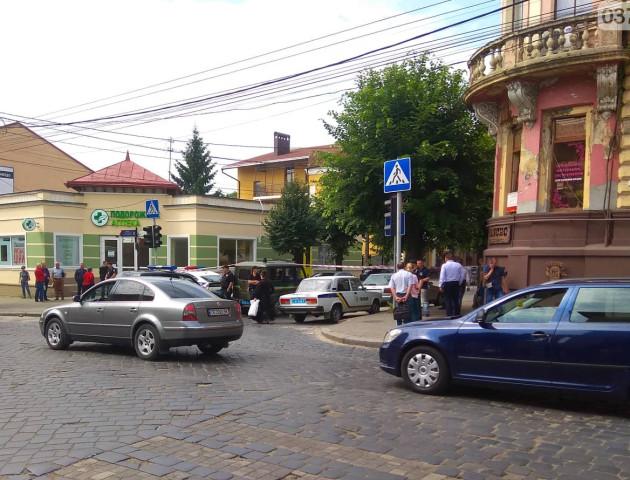 У Чернівцях біля будівлі СБУ прогримів вибух, – ЗМІ. ФОТО