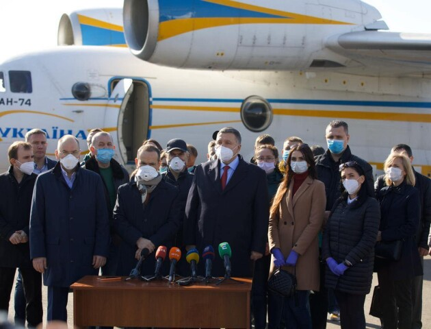 20 українських медиків вирушили допомагати італійським лікарям