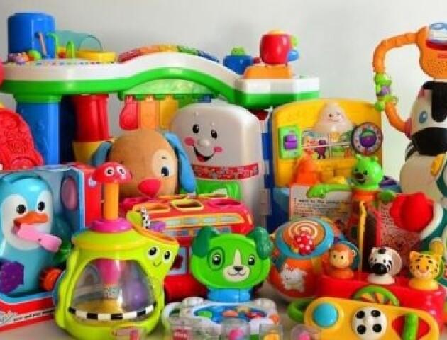 Лучанин просить заборонити продавати іграшки у поліклініках. Зареєстрував петицію