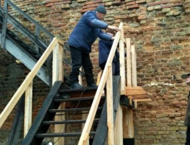 У замку Любарта відновлюють сходи, які не ремонтували 20 років