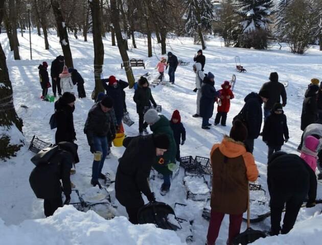 Ковельчани разом із мером будували снігове містечко