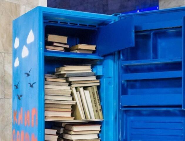Книги в холодильниках: біля Луцька відкрили незвичну вуличну бібліотеку