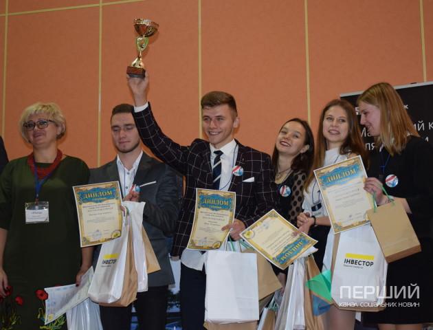 Луцькі школярі перемогли у всеукраїнському турнірі з економіки. ФОТО