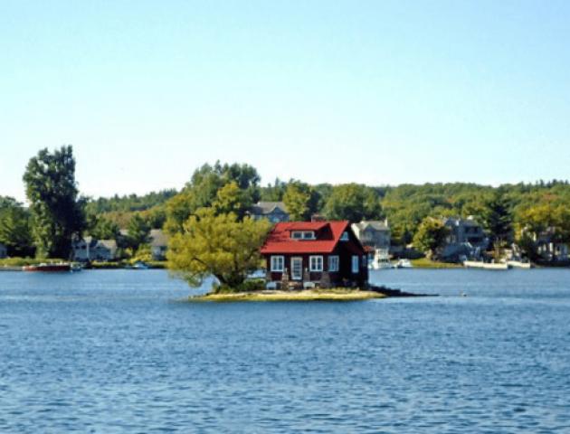 На найменшому населеному острові вмістилися тільки будинок і дерево