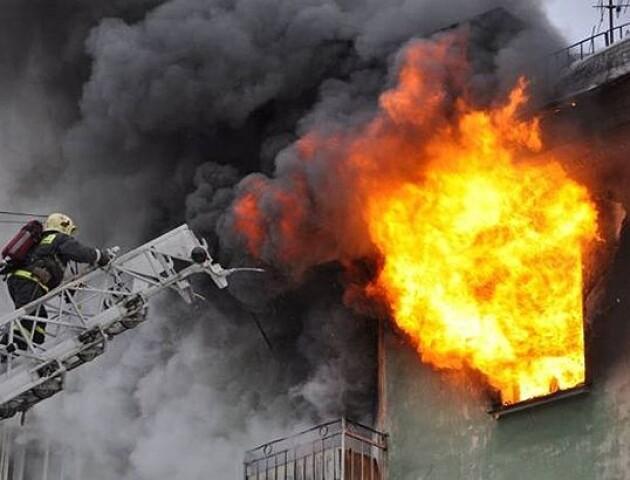 У Луцьку пожежа у багатоповерхівці. Вночі евакуювали пів сотні людей