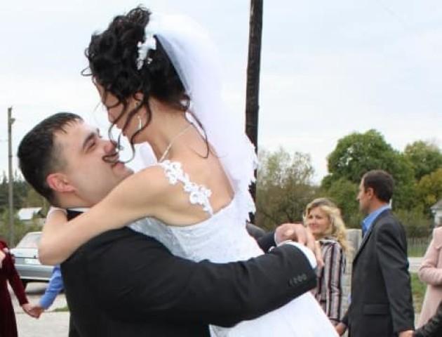 Речниця патрульної поліції Волині показала зворушливі весільні фото