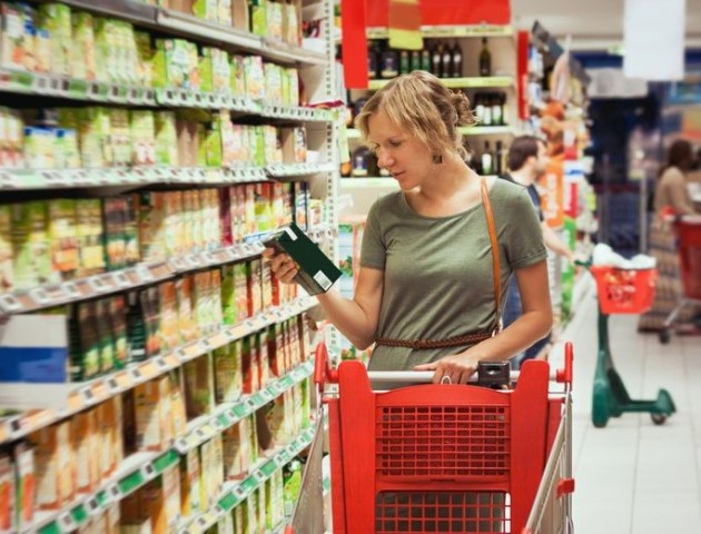 Товар «з душком»: як змусити луцькі магазини не торгувати зіпсованими продуктами