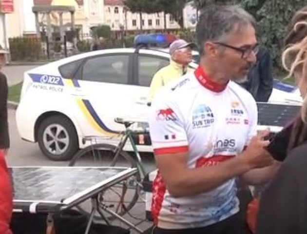 Із Франції у Китай через Луцьк – чоловік на велосипеді подолав дві тисячі кілометрів