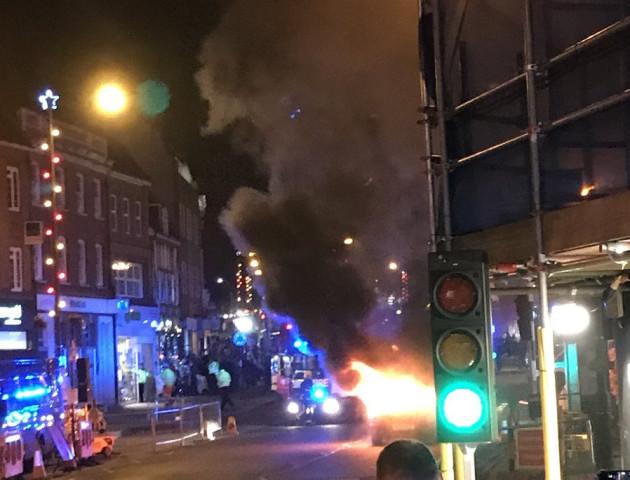 Біля Лондона на різдвяному ярмарку вибухнув автомобіль