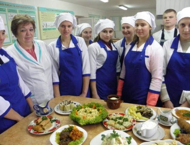 Майбутні кухарі демонстрували свої вміння на «Ярмарку кар'єри» в Луцьку