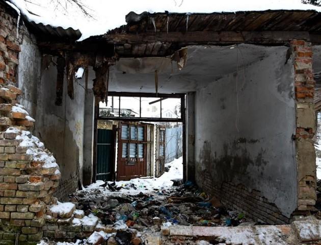 Лучанка показала жахливі руїни біля замку Любарта. ФОТО