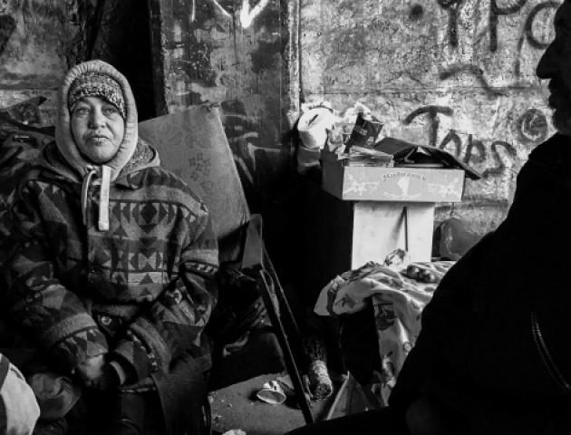 Жінку, яка жила у Луцьку під мостом, знайшли мертвою