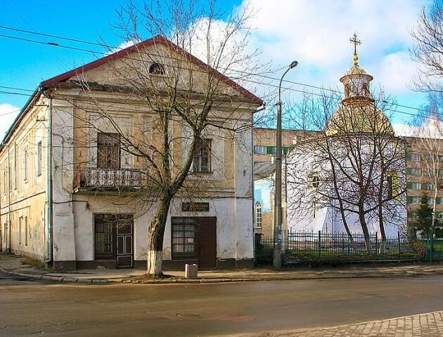 У Луцьку вода і грибок нищать унікальну споруду колишнього монастиря
