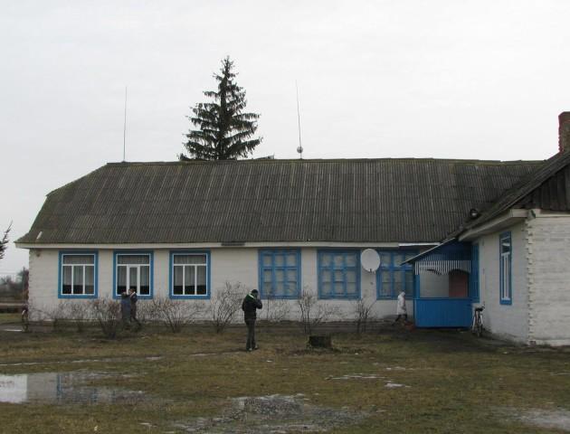 Депутат Волиньради радіє освітнім успіхам аварійної школи, якою опікується