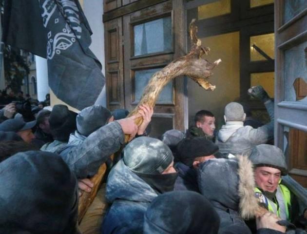 15 нацгвардійців госпіталізовані після зіткнень в центрі Києва