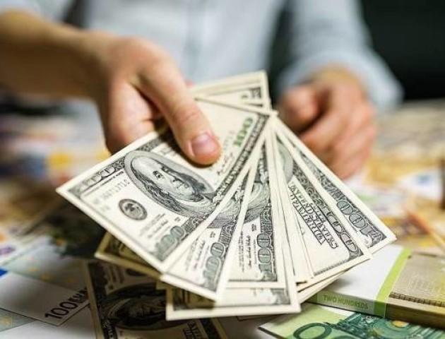 Курс валют на 10 липня: долар падає, євро росте