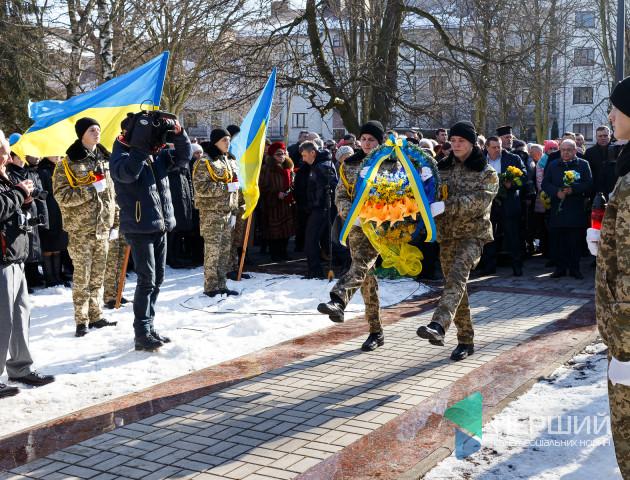 У Луцьку вшанували загиблих на Майдані Героїв. ФОТО