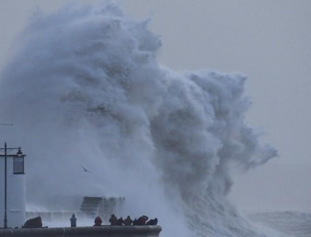На Великобританію і Францію обрушився потужний шторм «Елеонора»
