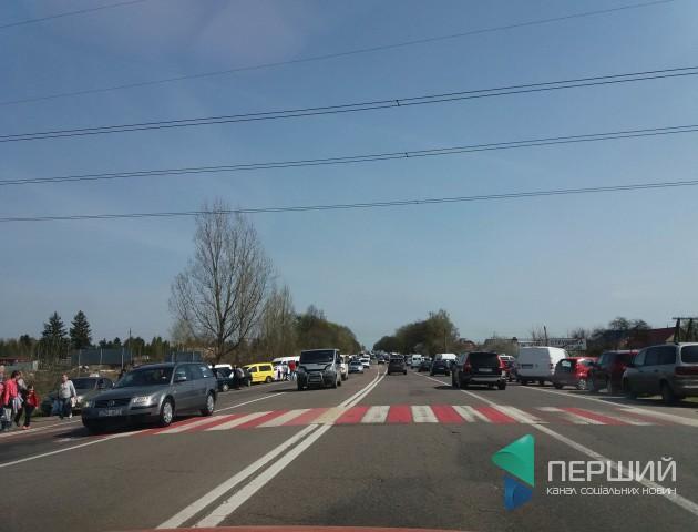 Через Провідну неділю на трасі Луцьк-Рівне заблоковано рух. ФОТО.ВІДЕО