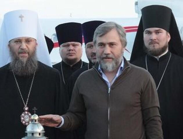 УПЦ МП теж їздила по Благодатний вогонь. Були священик з Волині і скандальний нардеп Новинський