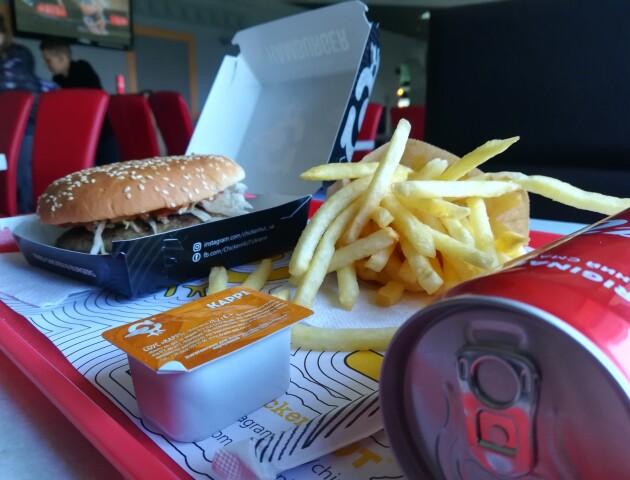 У Луцьку відкрився новий фаст-фуд Chicken Hut. Ми там пообідали