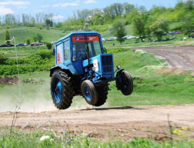 Волинський суд відпустив водія, який п'яним керував трактором