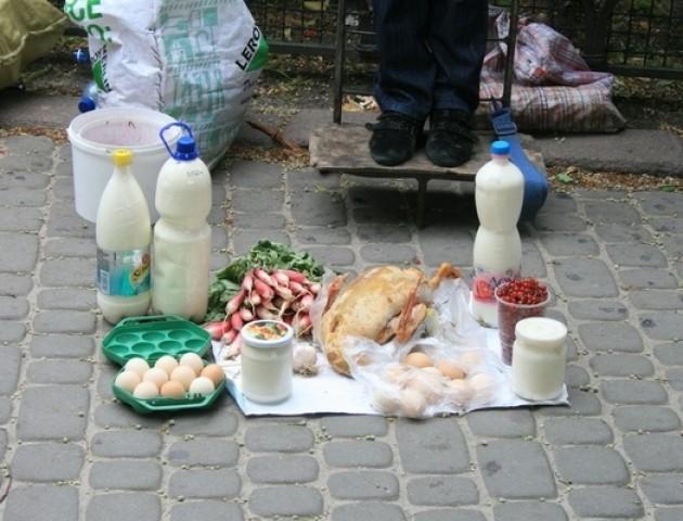 У Луцьку просять «узаконити» місця торгівлі молоком і городиною