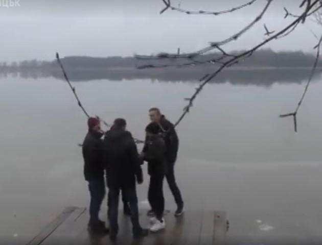 «Ковзани тягнули донизу»: як рятували волинянина, який провалився під лід. ВІДЕО