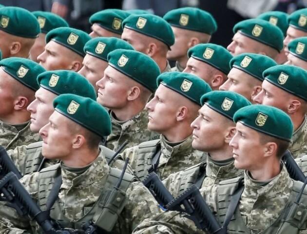 Вітання «Слава Україні» не скасують в армії, - Міноборони