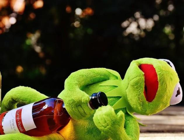 Два луцькі магазини продавали алкоголь вночі