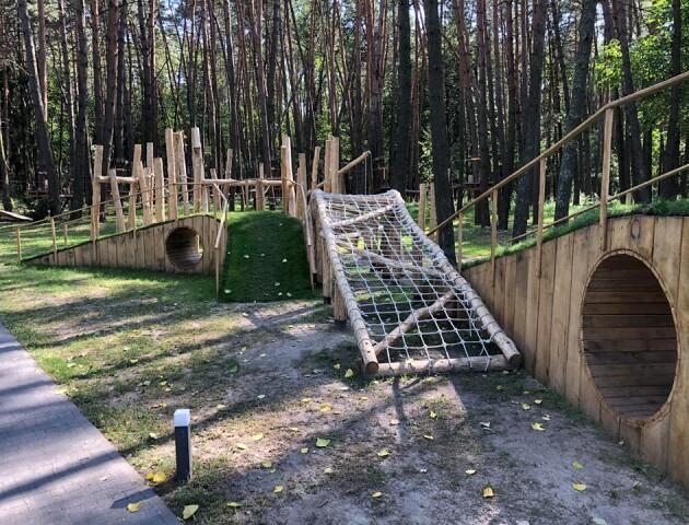 Ресторан біля Луцька відкрив лісовий дитячий майданчик